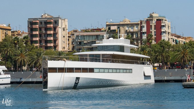 Mega Yacht Hafen Barcelona