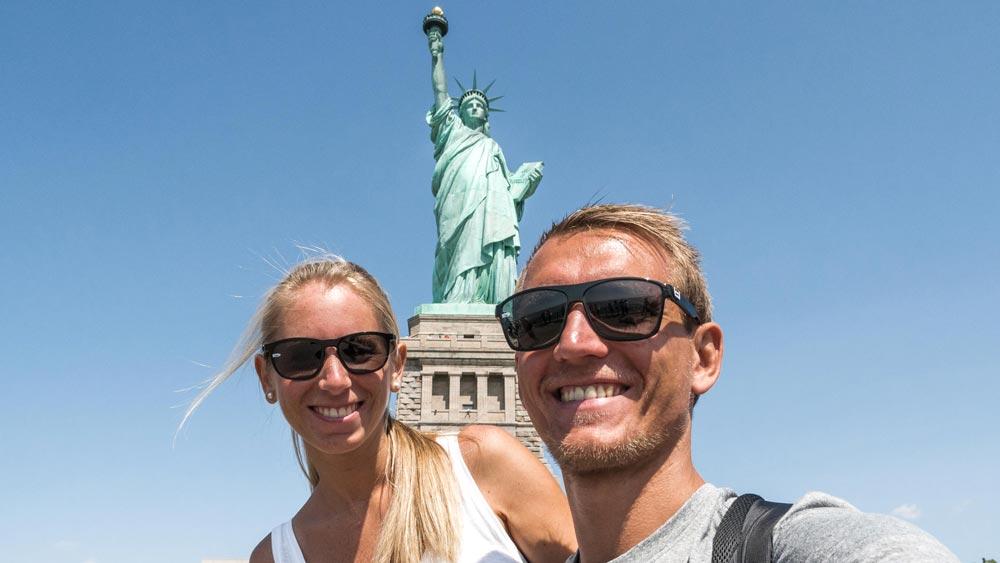 Life to go Über uns - Daniel und Jessica in New York for der Freiheitsstatue