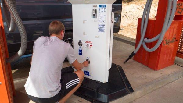 Wasser und Toilette entleeren Intermarche - Portugal Camping Roadtrip