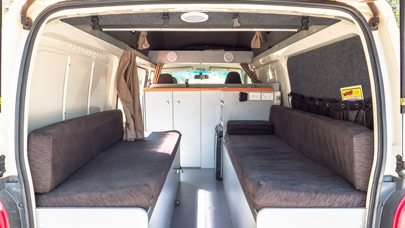Travellers Autobarn Kuga Campervan Toyota Hiace Innenausstattung
