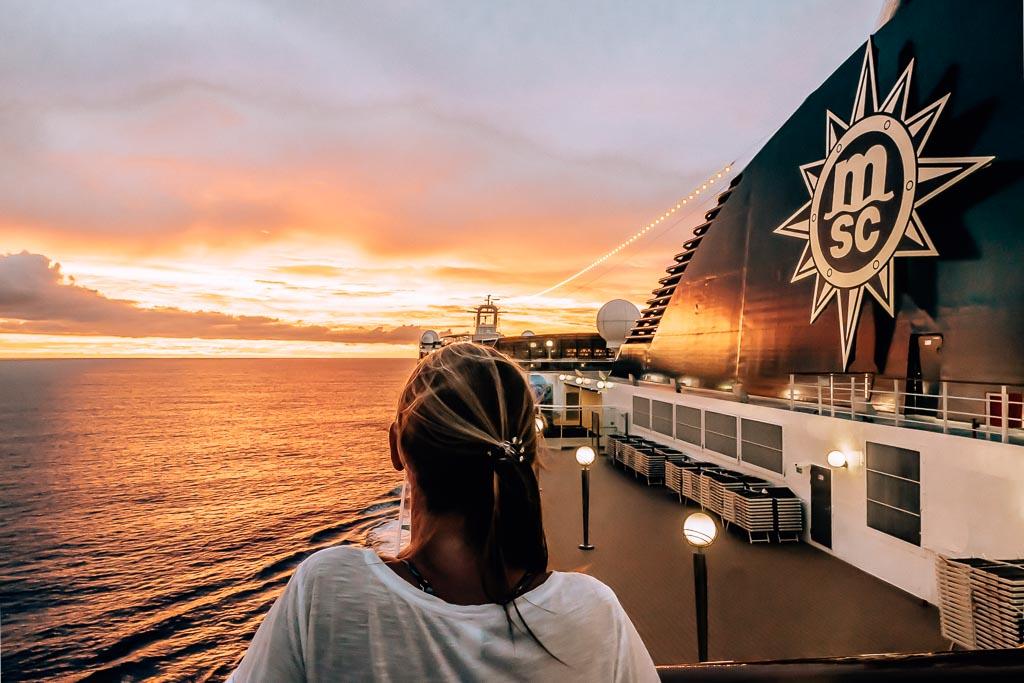 MSC Magnifica Sonnenuntergang Moorea MSC World Cruise Erfahrungsbericht