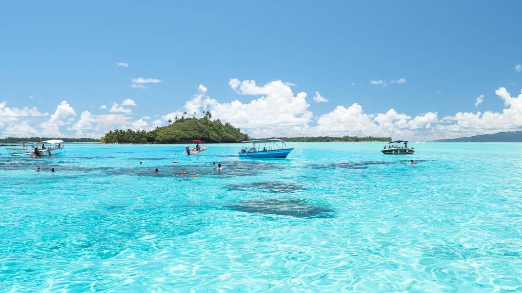 türkisfarbenes Wasser Bora Bora
