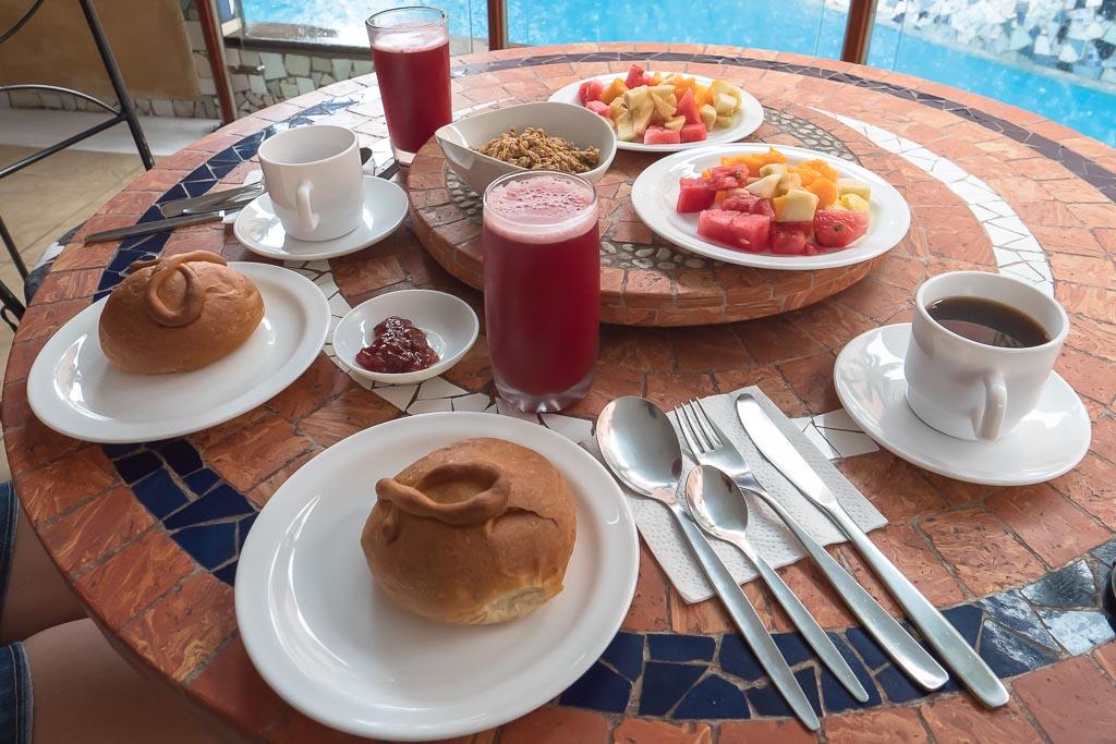 Frühstueck Eco Hotel Katarma San Cristobal Galapagos Inseln