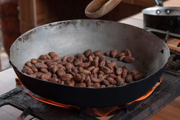 Kakao Bohnen rösten Ecuador Kakao Farm Tour