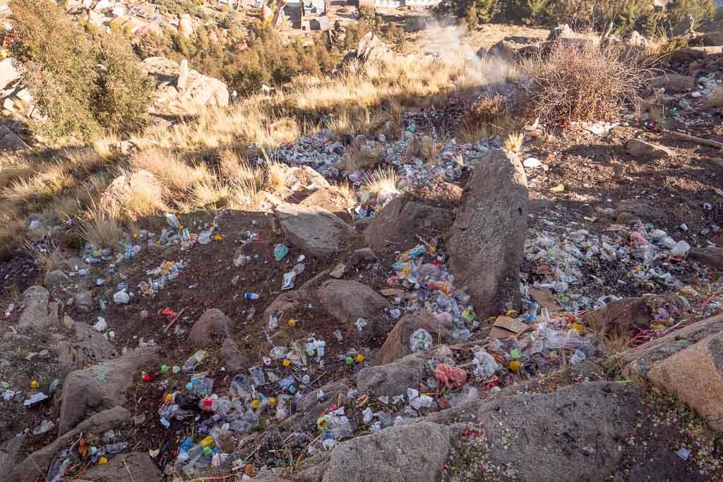 Müll auf heiligem Berg Cerro Calvario in Copacabana
