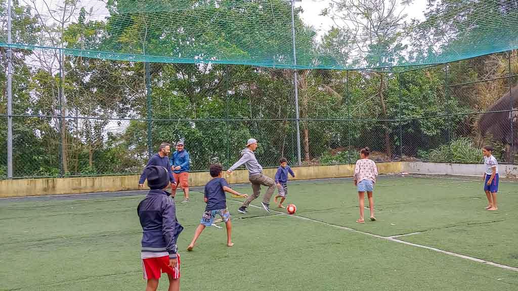 Santa Marta Favela Tour Fußball spielen mit Kindern