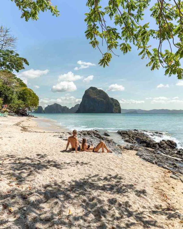 Blick auf Pinagbuyutan Island El Nido