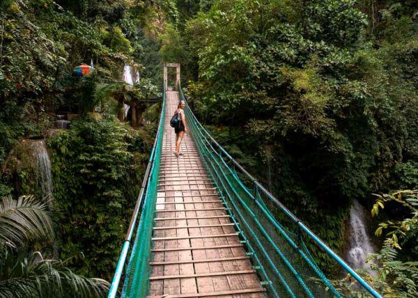 Hängebrücke Mantayupan Falls Cebu ab Moalboal Sehenswürdigkeit