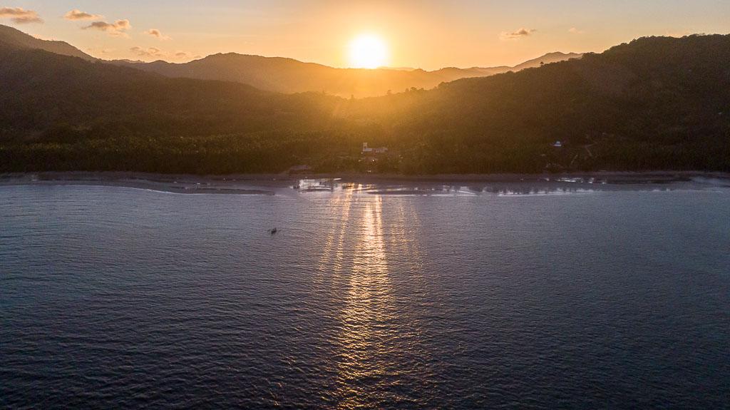 Sonnenuntergang in der Eastwind Beach Club El Nido Unterkunft